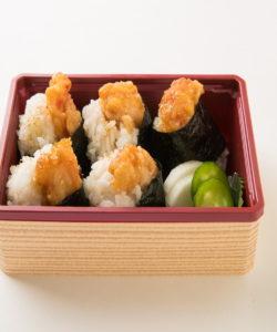名古屋の金シャチ横丁 天ぷら天丼専門店「徳川忠兵衛」天むす4