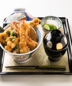 名古屋の金シャチ横丁 天ぷら天丼専門店「徳川忠兵衛」天丼2